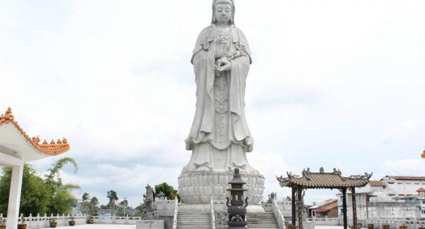 dewi kwan in statue